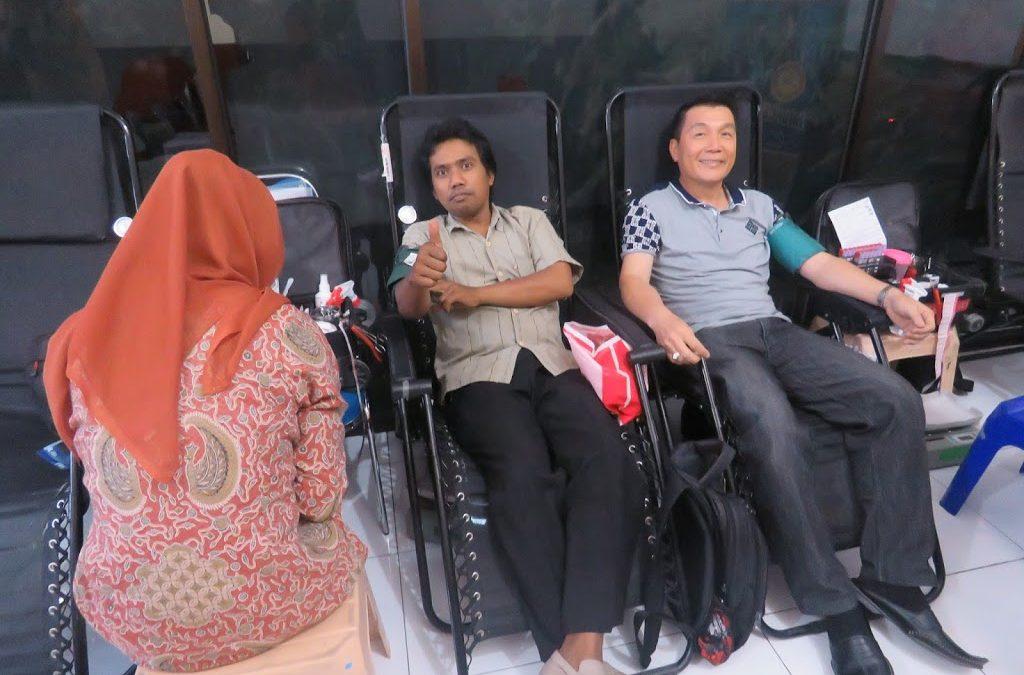"""Kegiatan Sosial """"Menuju 1 Juta Kantong Darah"""" STIE PEMUDA Surabaya"""